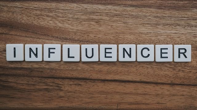 """Featured image for """"What is influencer marketing and how does it work?"""""""